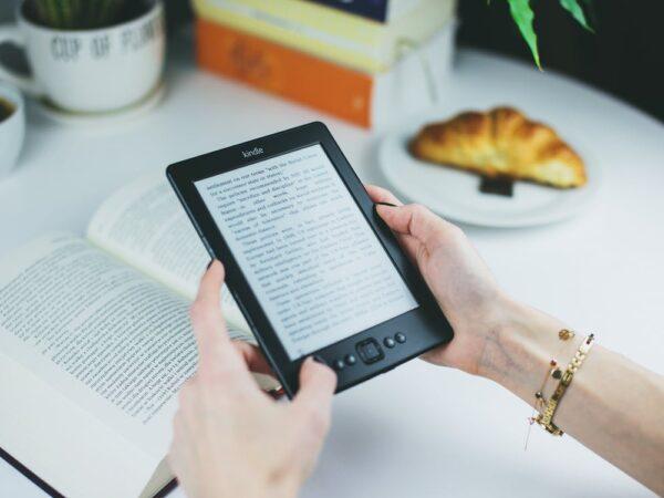 Readers fra Kindle og PocketBook til fornuftige priser hos butikken eBookReader.dk