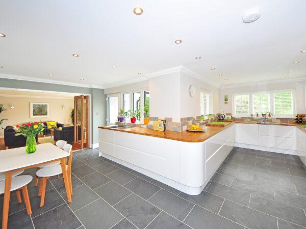 Find de rette gulvfliser til badeværelse hos Danskfliselager.dk der har badeværelsesfliser i marmor-look